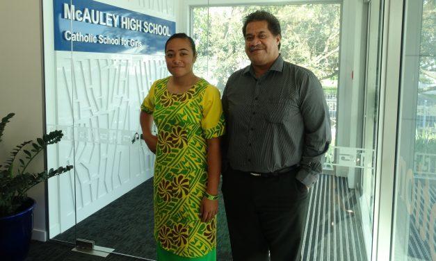 Faaeaina e Corina McAuley High School ma lona Aiga
