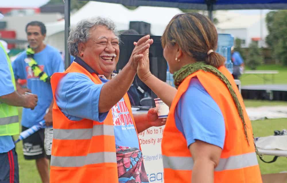 Unai ele Walking Samoans  le Soifua Fiafia ma Maloloina