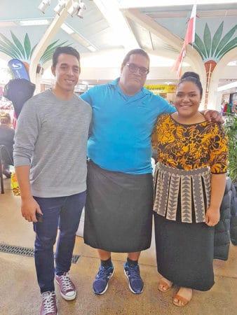 Tama fanau o Samoa oloo latou faalauiloaina faafitauli o taaloga petipetiga