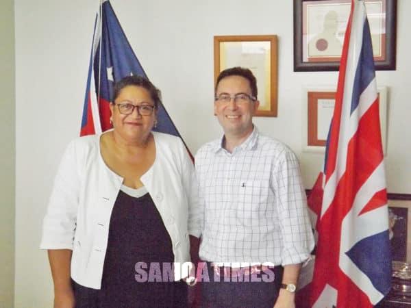 Ole Hai-Komesina o Peretania mo Samoa le susuga Jonathan Sinclair ma le Konesula o Peretania i Samoa le afioga Taulapapa Brenda Heather Latu