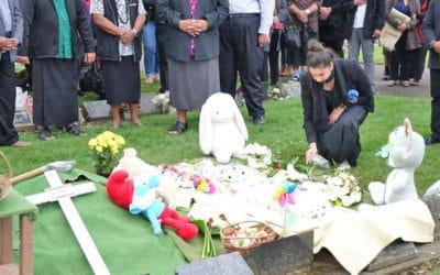 LAGOMAU BABY MONA…Ae pe o ai ea ona matua?