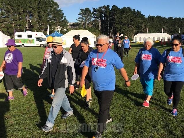 Faateleina Tagata e Fiafia ile Walking Samoans