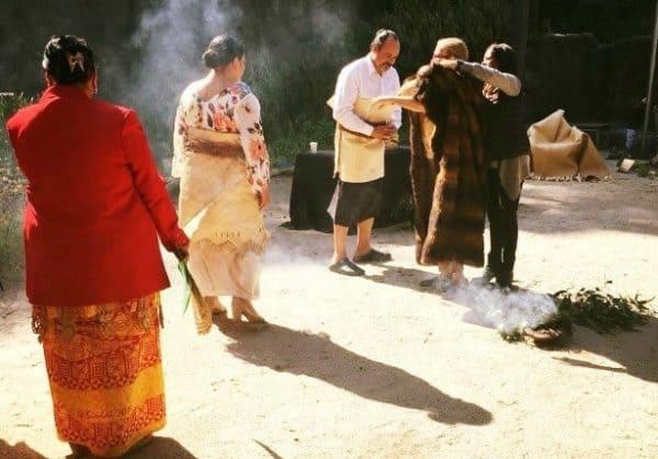 O le taimi o le sauniga asuasu, smoke ceremony e faafeiloai ai le tamaitai purinisese