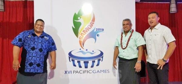 Minisita o Taaloga ma Aganuu, Loau Keneti Sio faapea i laua sa tusia le logo o taaloga a le Pasefika Suivu Mah Yuen (ofu lanu moana) ma Fresh Irwin Kennar (ofu paepae)