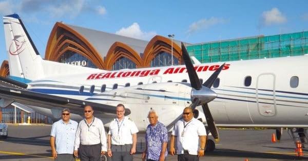 O le vaalele o le Real Tonga Airline ua taunuu ona faia ana malaga faapisinisi i le va ma Samoa. O le Pule Sili o le Samoa Airways susuga Seiuli Alvin Tuala ma nisi o le kamupani vaalele a le Real Tonga Airline
