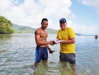 Samasoni Maoga ma Bill Roxburgh i le amataga o le 10km Aau i le masina ua tea i Saoluafata - Photo: Samoa Events