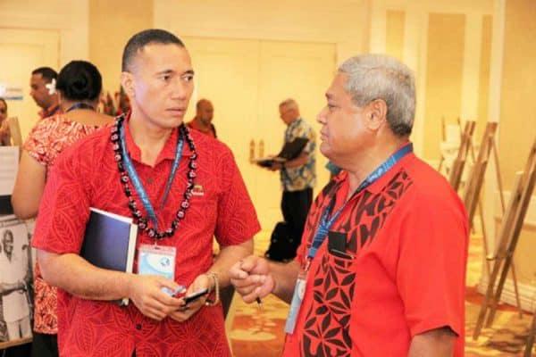 Konesula o Samoa i Amerika Samoa, afioga Auseugaefa Vaasatia Poloma Komiti, itu taumatau o loo talanoa ma Agafili Shem Leo