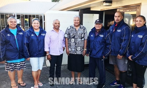Sui ta'ita'ifono o le Mangere-Bridge Local Board, Walter Togiamua ma le Board Member Tafafunai Tasi Lauese ma ta'ita'i o le Mangere Bridge Walking Samoans