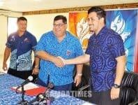 O le Peresetene o le SASNOC le faalapotopotoga o taaloga a Samoa afioga Fepuleai Patrick Fepuleai, ua lulu aao ma le Pule Sili o le ofisa o taaloga a le Pasefika susuga Falefata Hele Matatia, ina ua mae'a ona sainia le feagaiga e avanoa ai le SASNOC ona fesootai ma sui o le autaalo a Samoa