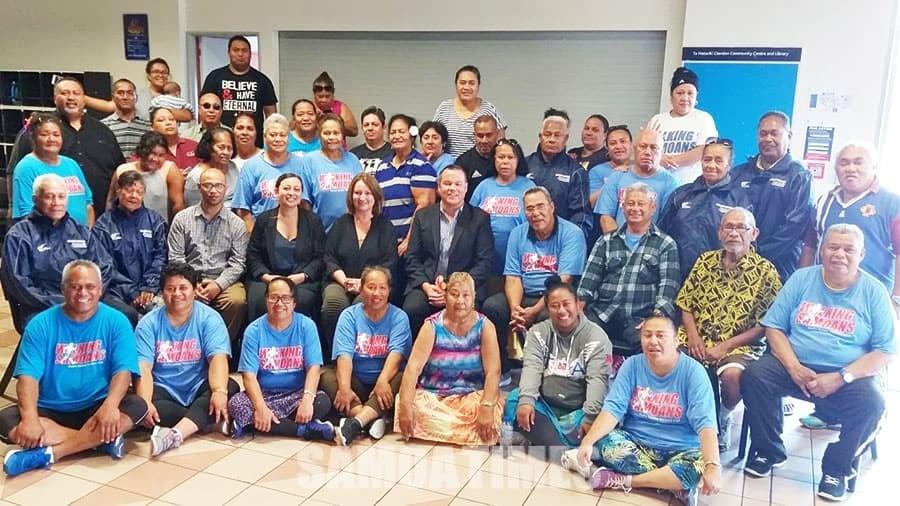 Sui o le Clendon Walking Samoans faatasi ma sui o le Manurewa Local Board ma faatonu ia Sooalo & Teleiai